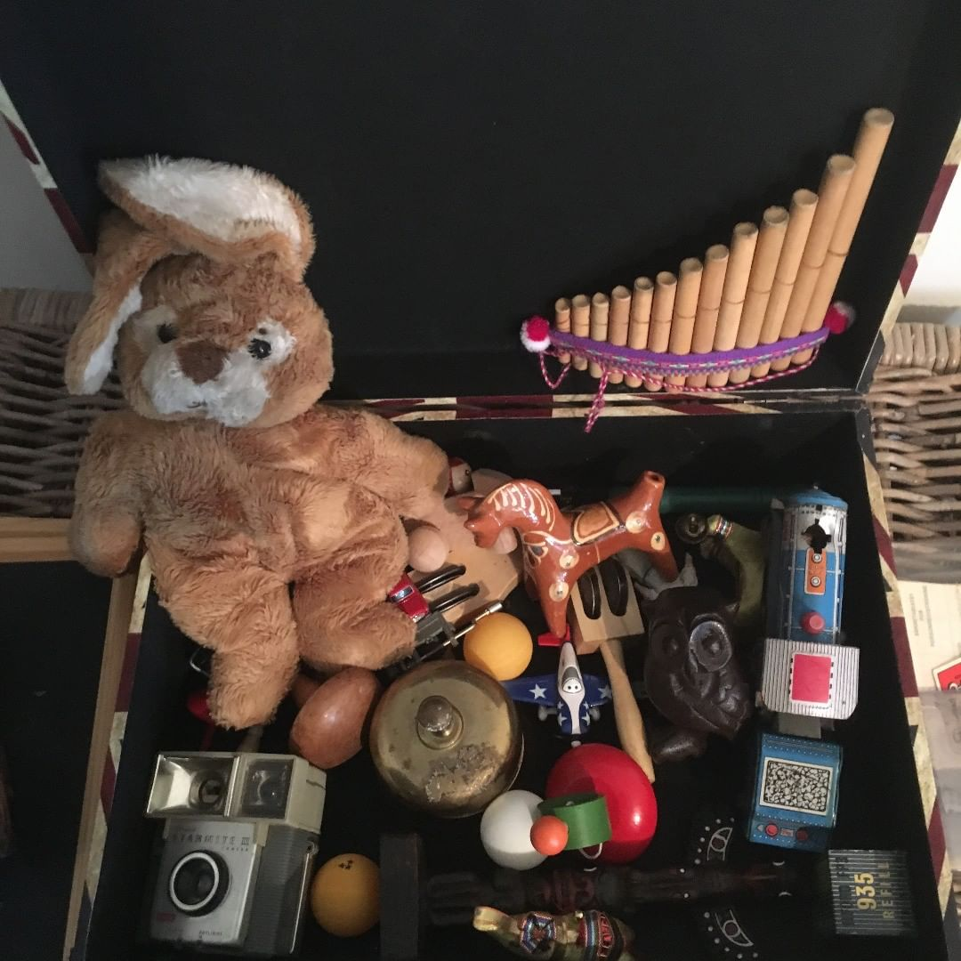 Toys that is put in sceance room for spirit children to play with