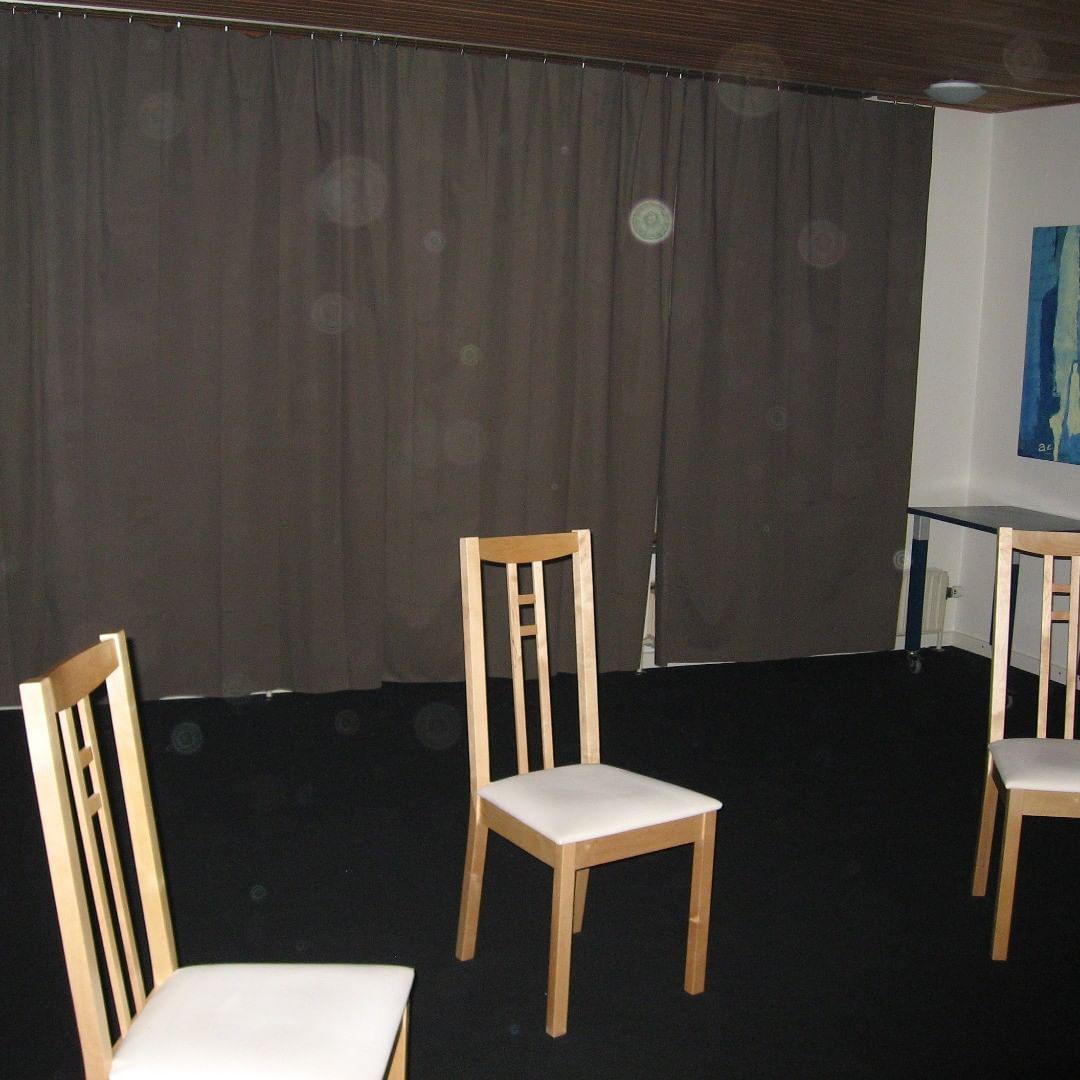 orbs in sceance room